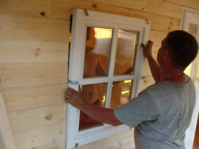 Как вырезать окно в деревянном доме: технология разметки и распиловки